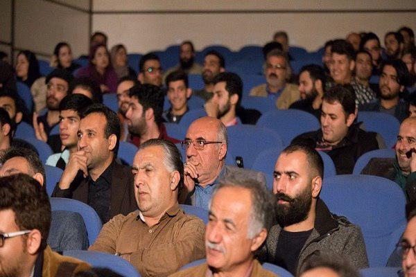 هنرمند متخلق به اخلاق انسانی است/تجلیل از خانواده هنرمند شهید مدافع حرم در ساری